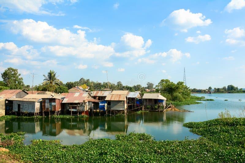 五颜六色的蹲着的人棚子和房子在西贡 免版税库存图片
