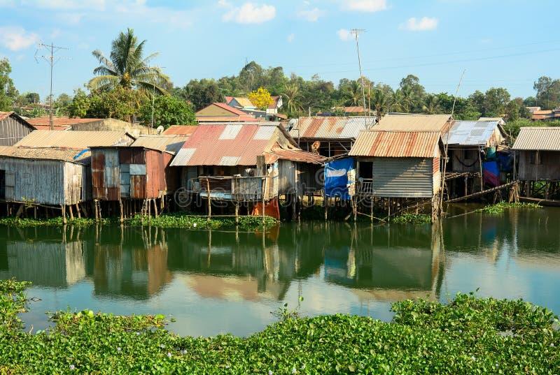 五颜六色的蹲着的人棚子和房子在西贡 免版税图库摄影
