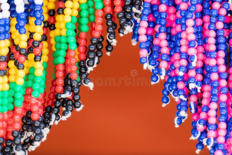 五颜六色的部族小珠在南非 免版税图库摄影