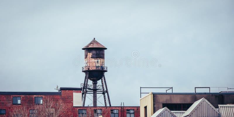 五颜六色的都市储水箱 免版税图库摄影