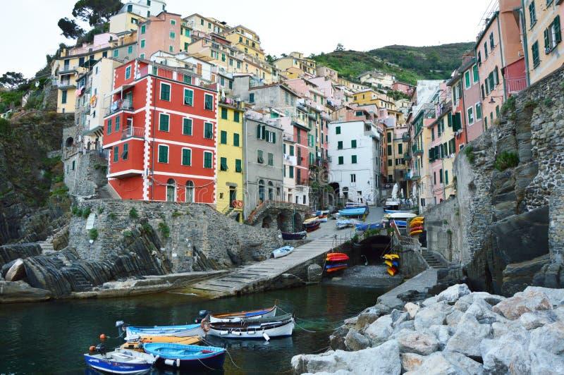 五颜六色的里奥马焦雷村庄在国家公园五乡地,利古里亚,意大利 库存照片