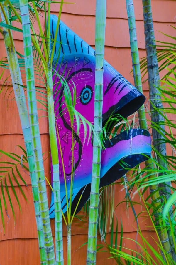 五颜六色的金属鱼墙壁装饰艺术 图库摄影