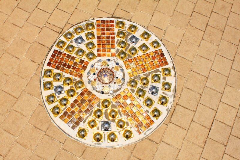 五颜六色的铺的块和马赛克艺术在Wat Pra地板上, Pha Sorn Kaew,在Khao Kor, Phetchabun,泰国 库存照片