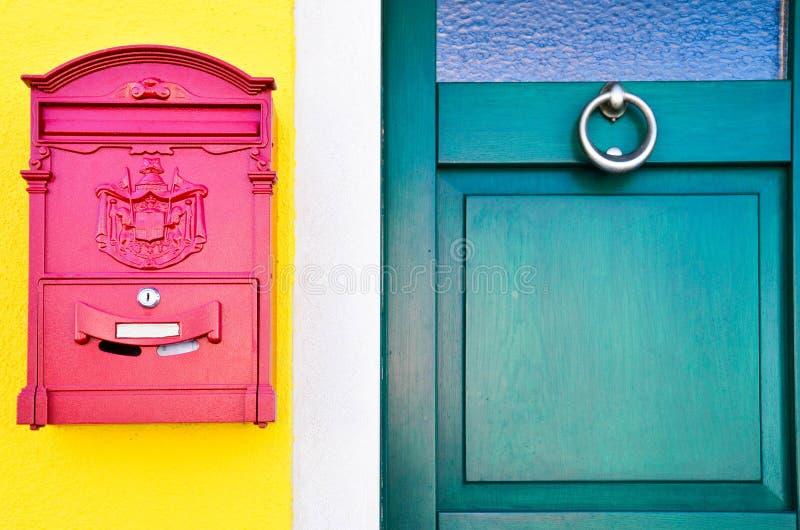 五颜六色的门前面 免版税图库摄影