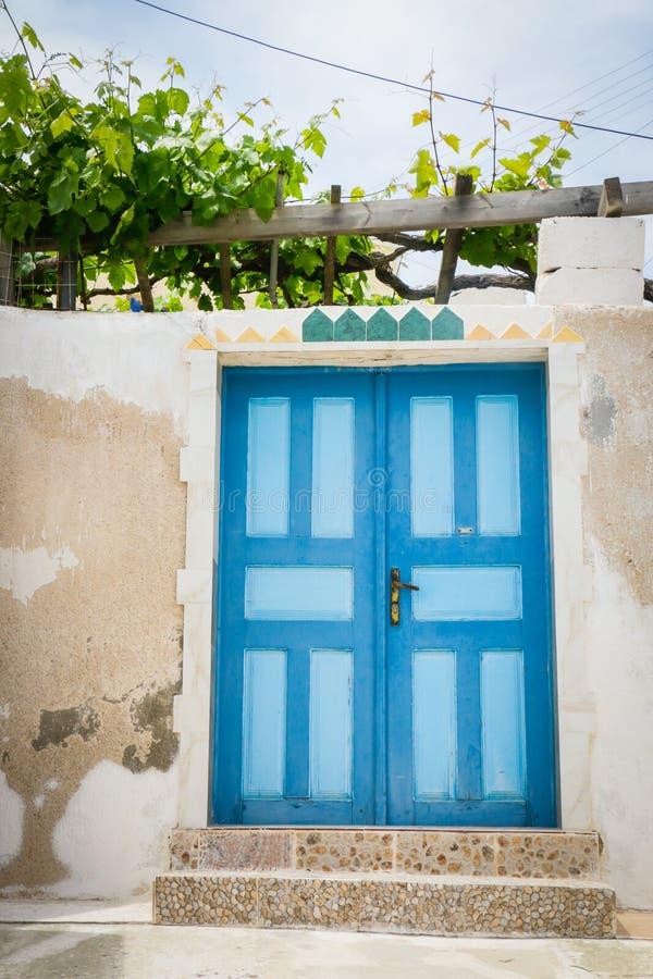 五颜六色的门在圣托里尼,希腊 免版税库存照片