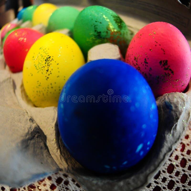 五颜六色的闪光复活节彩蛋 免版税库存图片