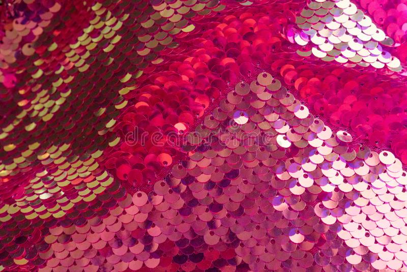 五颜六色的闪光金属片的纹理 闪烁的欢乐衣服饰物之小金属片颜色,发光的假日背景 对站点,飞行物,华伦泰的包裹 图库摄影