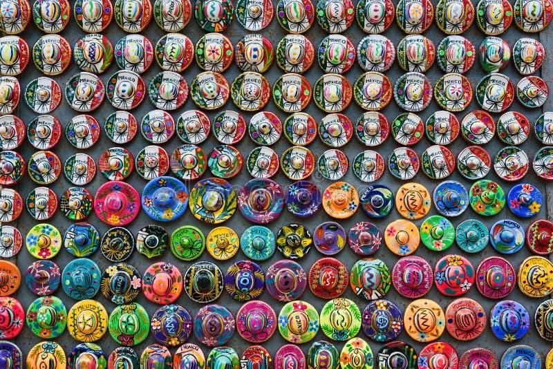 五颜六色的阔边帽磁铁纪念品,尤加坦,墨西哥 库存照片