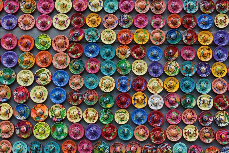 五颜六色的阔边帽磁铁纪念品,尤加坦,墨西哥 库存图片