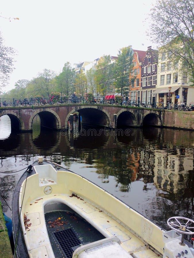 五颜六色的阿姆斯特丹运河 免版税库存照片