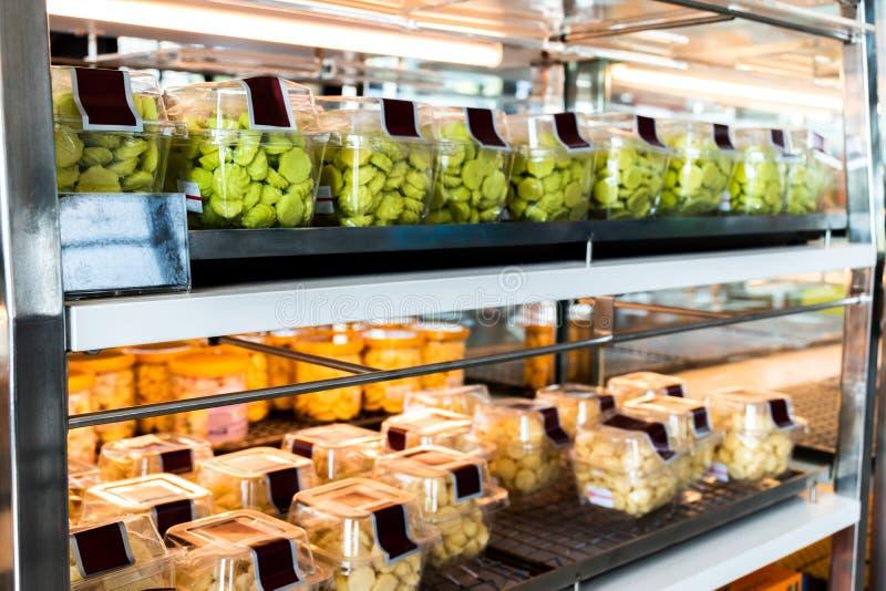 五颜六色的陈列室曲奇饼面包店商店 库存照片