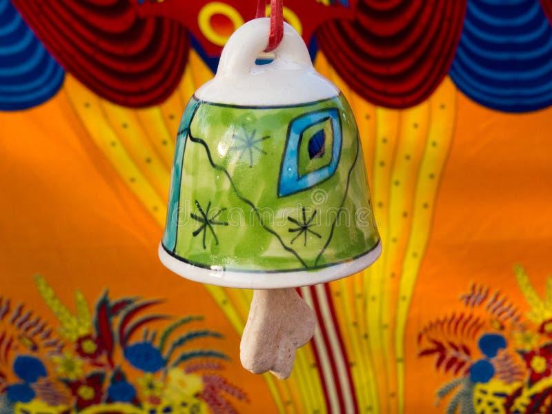 五颜六色的陶瓷响铃 免版税库存图片