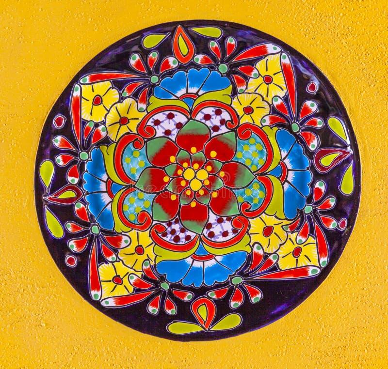 五颜六色的陶瓷墨西哥板材瓜纳华托州墨西哥 免版税图库摄影