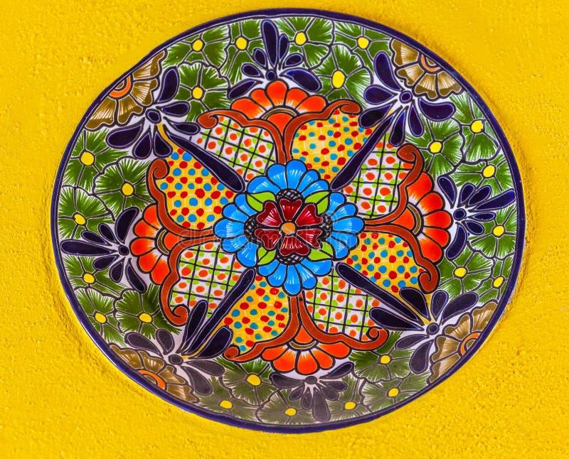 五颜六色的陶瓷墨西哥板材瓜纳华托州墨西哥 免版税库存图片