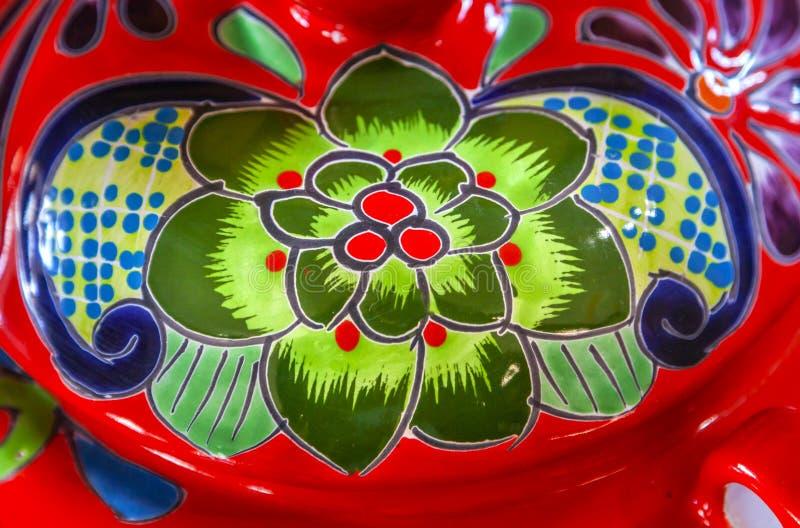 五颜六色的陶瓷绿色红色花盆德洛丽丝绅士墨西哥 免版税库存图片