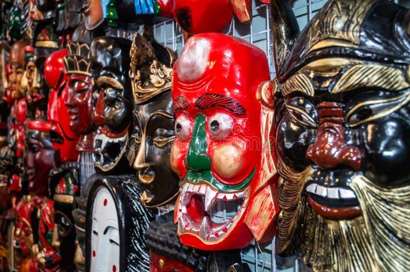 五颜六色的面具在商店 免版税库存照片