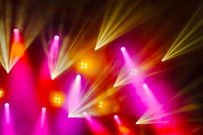 五颜六色的音乐会照明设备 免版税库存照片