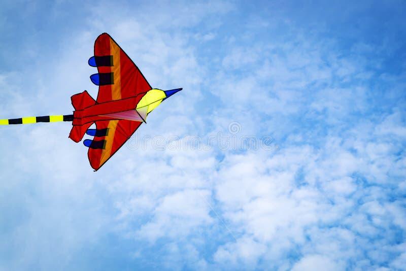 五颜六色的风筝在蓝天背景和软的云彩中 图库摄影