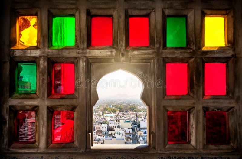 五颜六色的马赛克窗口在拉贾斯坦 免版税库存照片