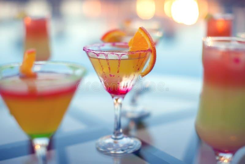 五颜六色的鸡尾酒接近的射击  食物和饮料 库存图片