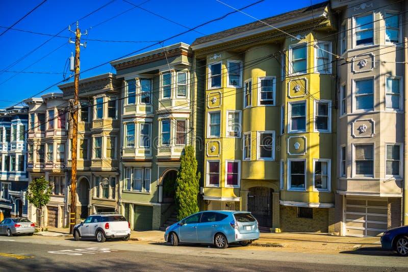 五颜六色的维多利亚女王时代的家在旧金山, 图库摄影