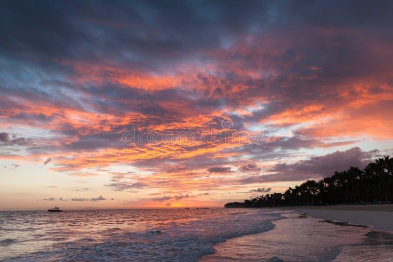 五颜六色的cloudscape,加勒比日出 库存图片