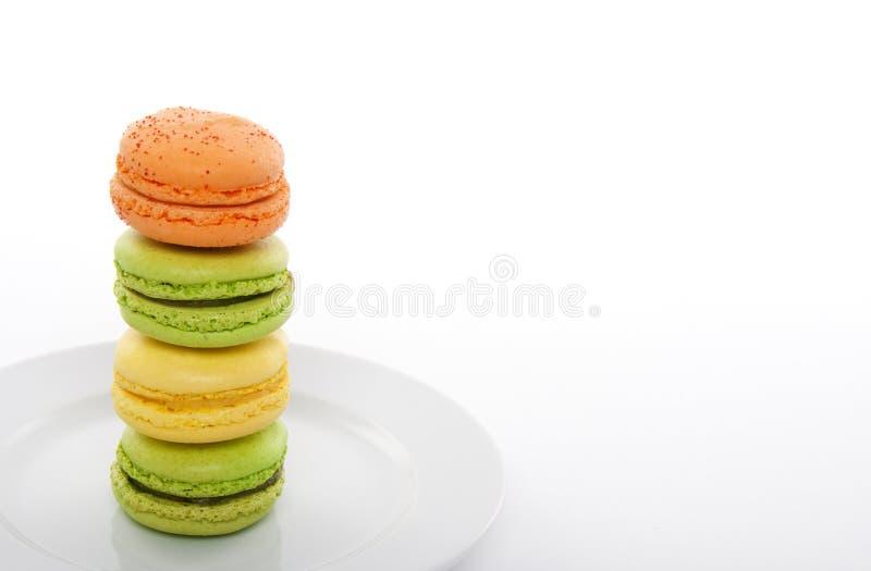 五颜六色的macarons镀白色 库存图片