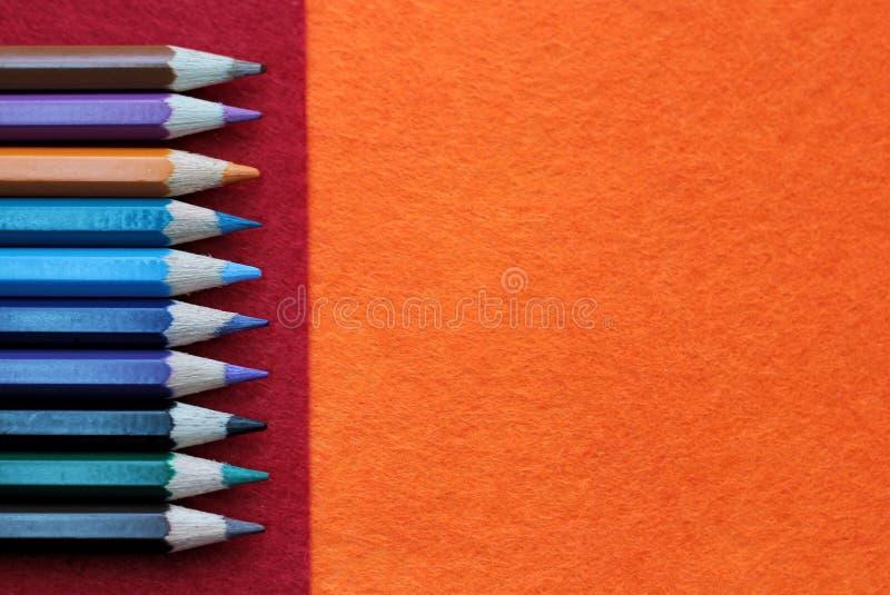 五颜六色的pensil有红色和橙色背景 免版税库存照片