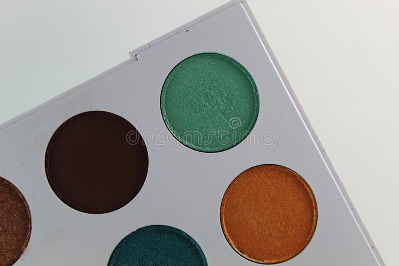 五颜六色组成在有九水彩的一个白色调色板 免版税库存图片