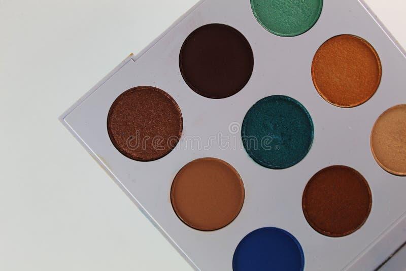 五颜六色组成在有九水彩的一个白色调色板 免版税库存照片