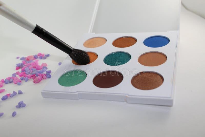 五颜六色组成在有九水彩的一个白色调色板 免版税图库摄影