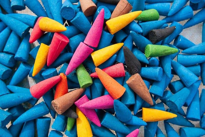 五颜六色香火棍子 芳香疗法 手工制造产品 泰国 免版税库存照片
