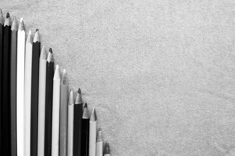 五颜六色,明亮,杂色的图画铅笔和空间一张下降的图文本的 免版税库存图片