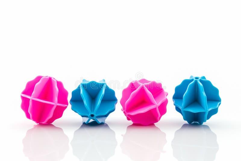 五颜六色洗涤的球,塑料球 免版税库存图片