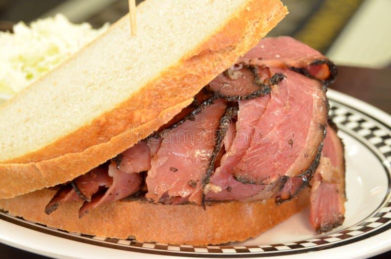 五香熏牛肉三明治 库存照片