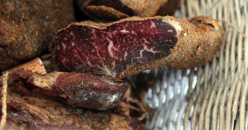 五香熏牛肉或pastramy是高度调味熏制的牛肉,典型地供食在薄片 Pastterma是牛肉,绵羊, po纤巧  免版税图库摄影