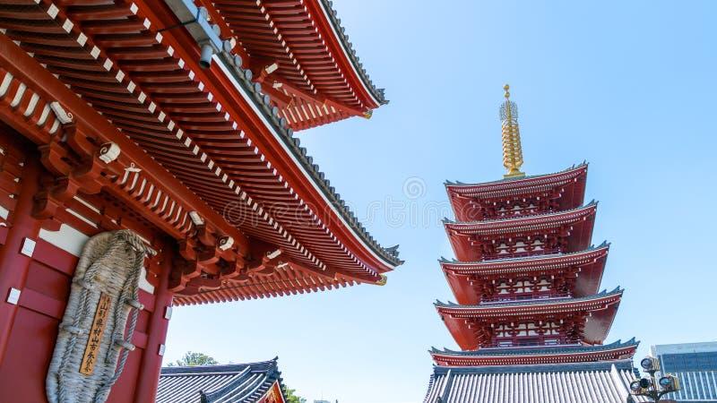 五Sensoji Kannon寺庙传说上有名塔在浅草,东京,日本 库存照片