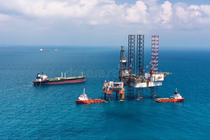 钻井的近海石油平台船具 免版税库存照片