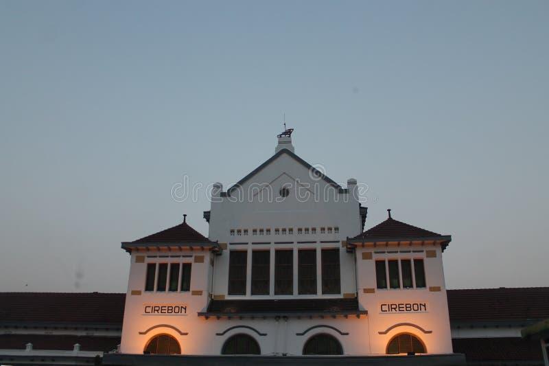 井里汶火车是从井里汶的驻地国际地标 库存照片