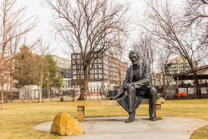 亚伯拉罕・林肯雕象在博伊西玫瑰园里 库存图片