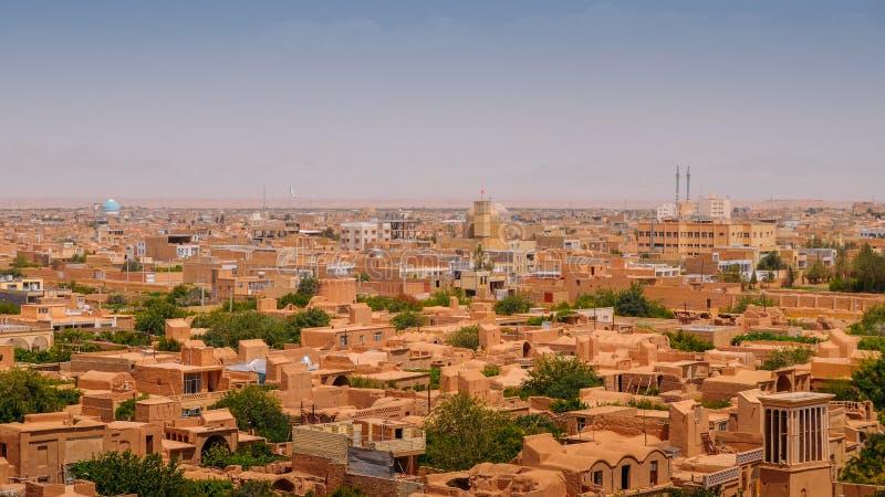 亚兹德,伊朗的历史的中心的鸟瞰图 城市为badgirs,一个windcatcher塔是著名的作为一个传统形式  免版税库存照片