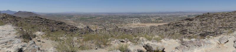 亚利桑那、市的南山公园, A从南山的视图菲尼斯和沙漠 免版税库存照片