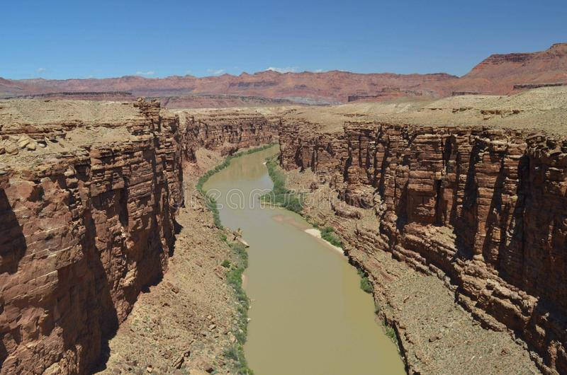 亚利桑那有天空蔚蓝的大峡谷河 免版税图库摄影