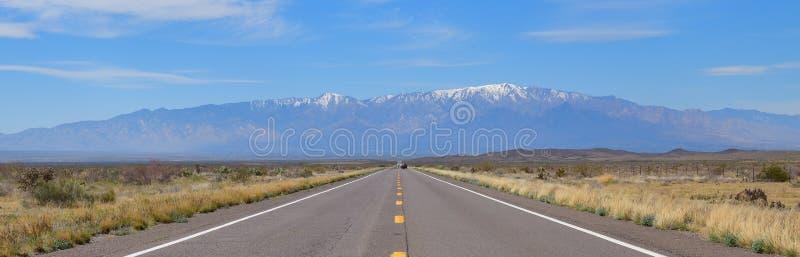 亚利桑那,US-191:向Mt的漫长的路 格雷姆 免版税库存图片