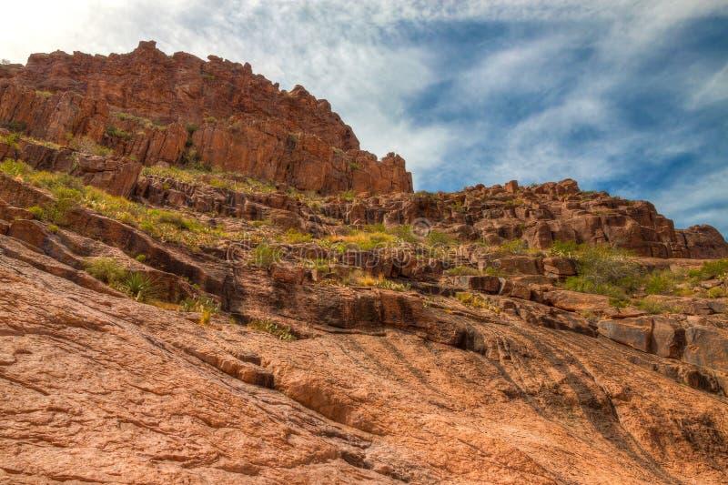 亚利桑那--迷信山原野失去的荷兰人状态公园虹吸管凹道足迹, 免版税库存照片
