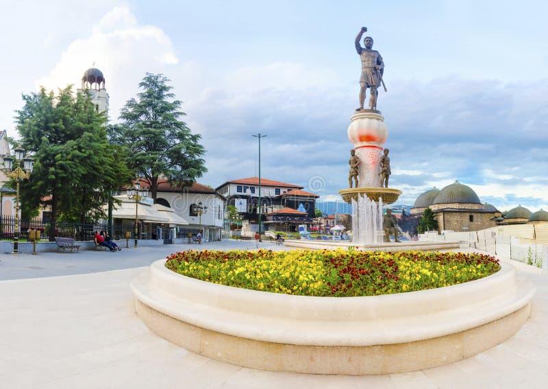 亚历山大大帝的菲利普II父亲斯科普里广场全景日出的 库存照片