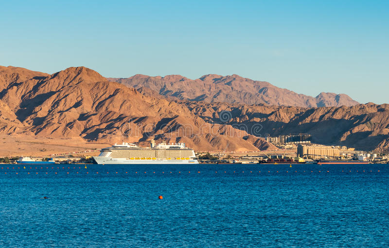 亚喀巴,约旦- 2016年5月19日:皇家加勒比国际游轮,海的热烈的欢迎 库存照片