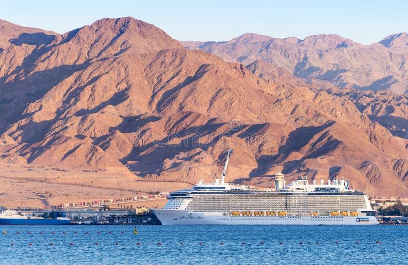 亚喀巴,约旦- 2016年5月19日:皇家加勒比国际游轮,海的热烈的欢迎 免版税库存照片