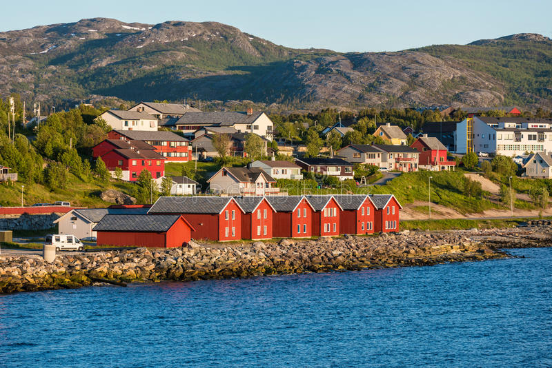 亚尔他,挪威海湾的红色房子  图库摄影