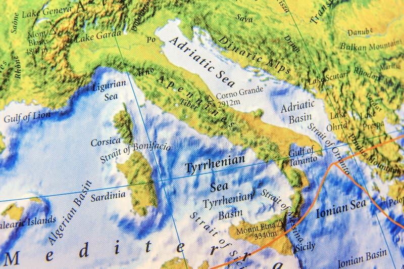 亚平宁山脉关闭欧洲的地理地图零件  库存图片